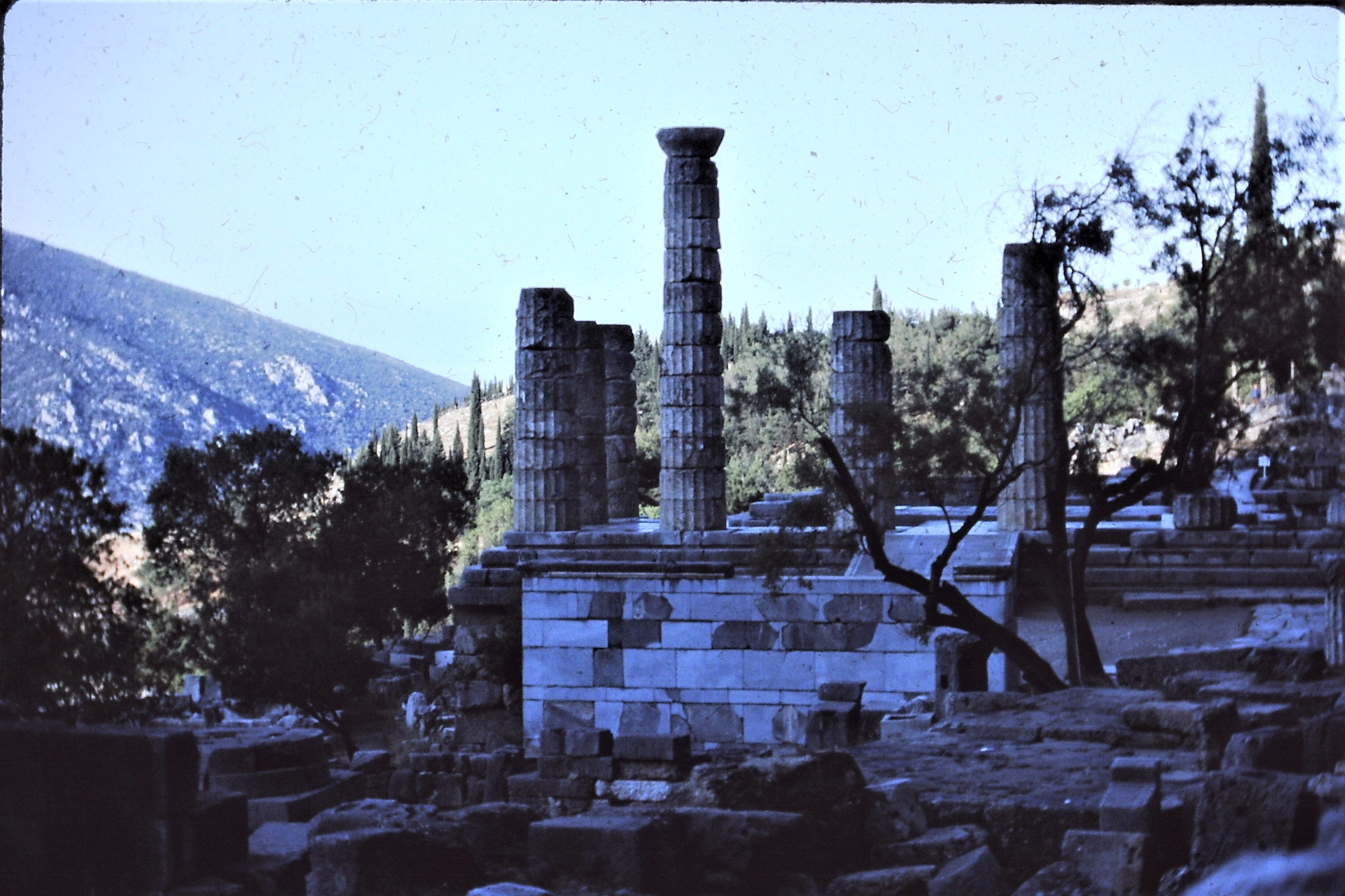 Delphi_Temple_of_Apollo