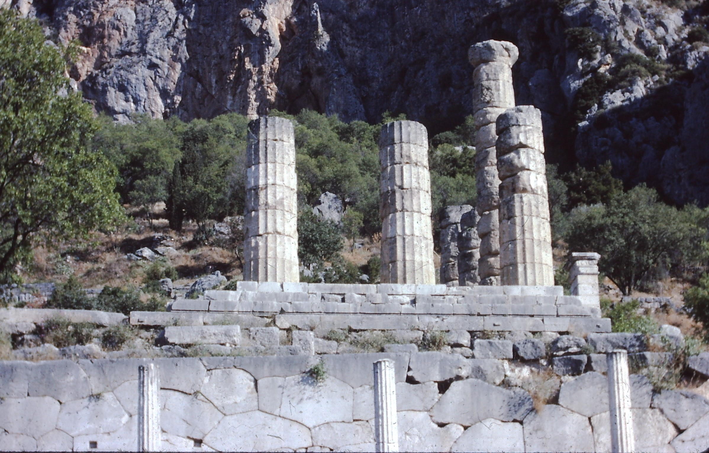 Delphi_Temple_of_Apollo_from_below