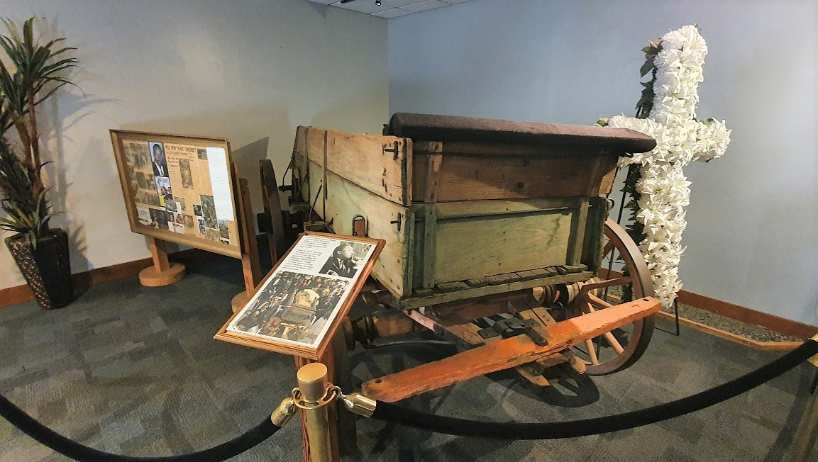 King_Center_Coffin_Cart