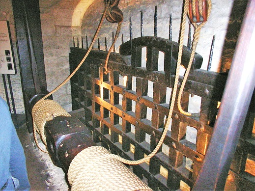 Tower_of_London_Byward_Tower_Portcullis