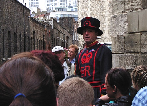 Tower_of_London_Yeoman_Warder