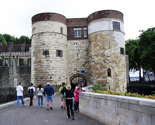 Tower_of_london_Byward_Tower_1_